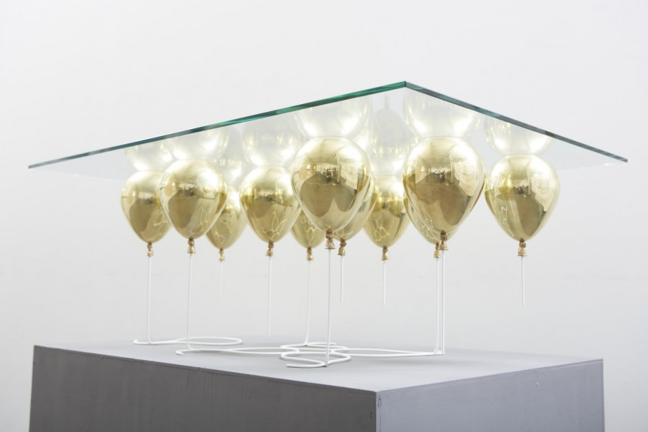 gold ballon table